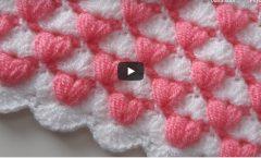 Tığ işi iki renkli bebek battaniyesi modeli
